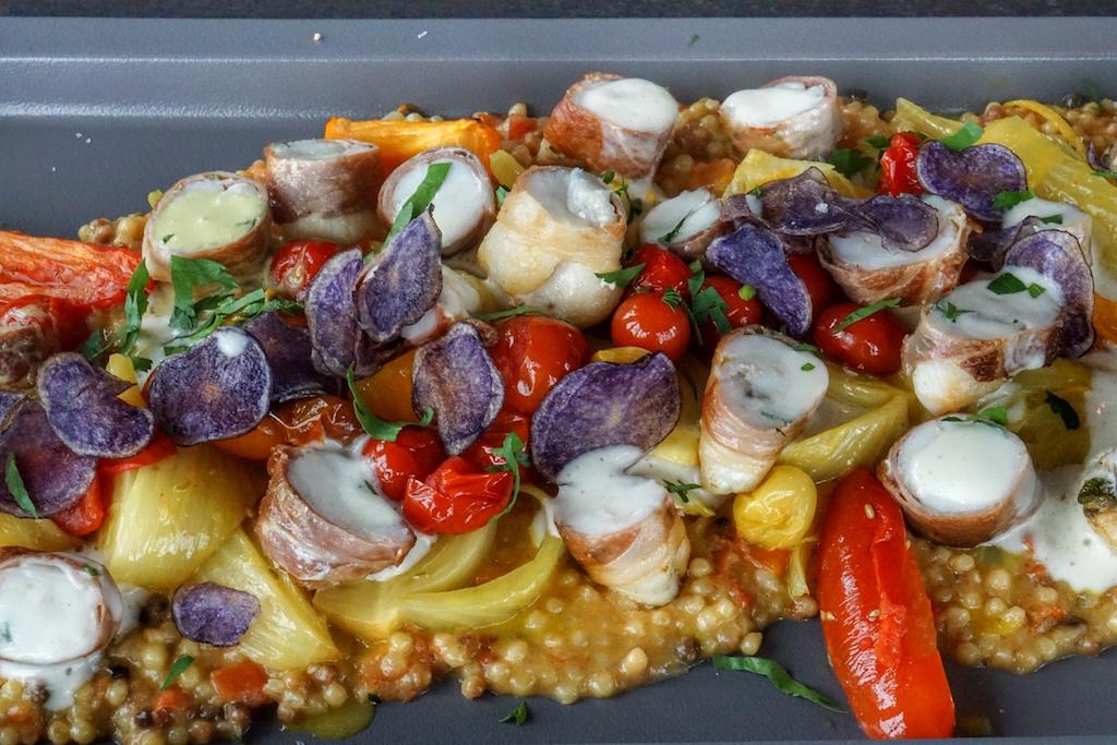 Oder soll es doch lieber Fisch sein: Saltimbocca vom Seeteufelbäckchen mit Fregola und Gemüse