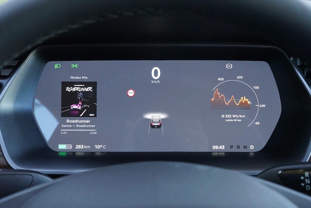 In der Zukunft soll man an Megachargern seinen Tesla in bis zu 10 Minuten auftanken können, dann ist es zweitrangig, ob ein Fahrzeug 400, 500 oder gar 600 km Reichweite hat