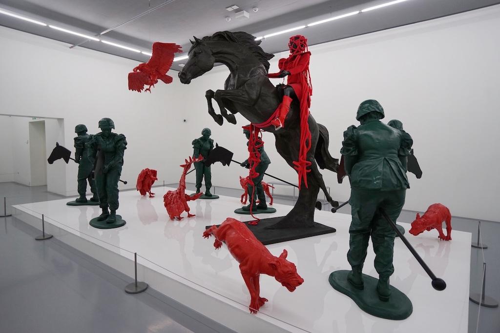 Lebensgroße Skulpturen ...