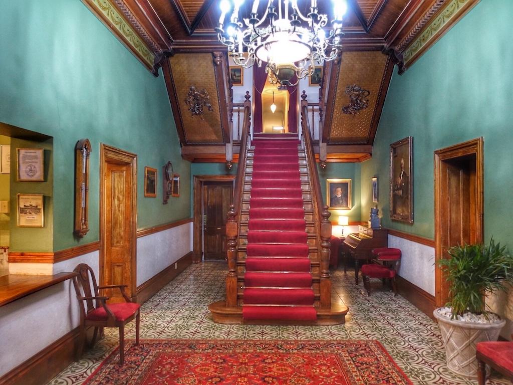 Das Innere des Lord Milner Hotel ist geprägt von gediegenem Charme