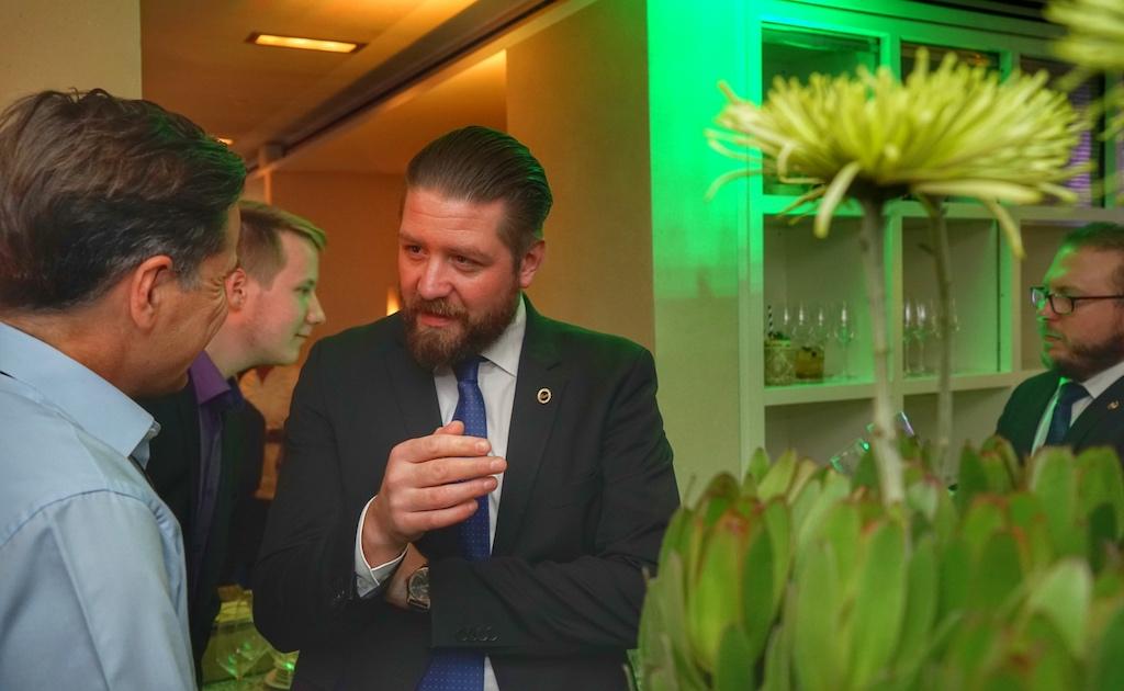 Barchef Matthias Allgaier stand jedem Gast zum Thema erstklassige Cocktails Rede und Antwort