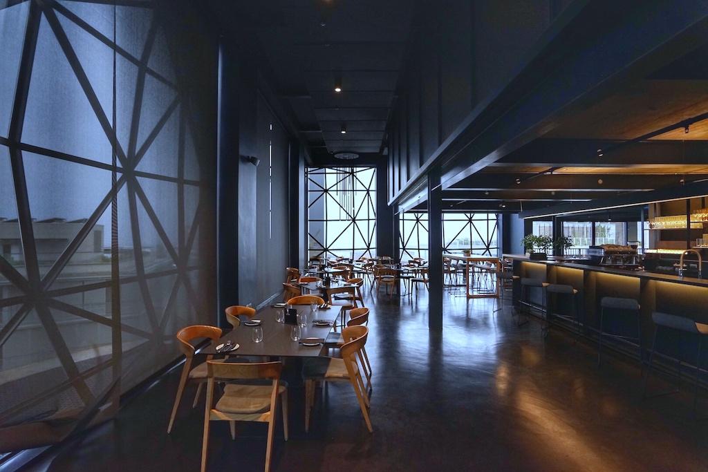 In der 6. Etage kann der geneigte Besucher sich im MOCAA Restaurant stärken und genießt dabei eine atemberaubende Sicht über die V&A Waterfront