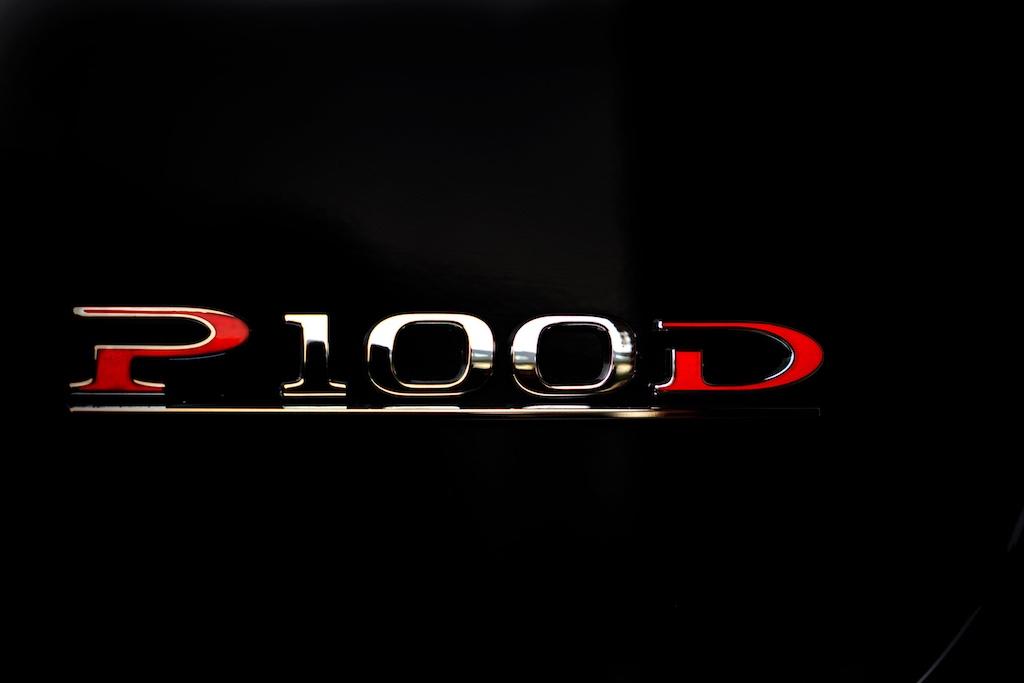 Bei dem Schriftzug P100D aufgepasst liebe Porsche, Ferrari oder Lamborghini-Fahrer. Standardmäßig geht es von 0 auf 100 Stundenkilometer in gut 2,7 Sekunden, imLudicrousMode+ sogar in knapp 2,5 Sekunden