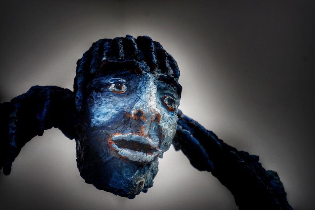 Eine Skulptur von Marlene Steyn. Marlene Steyn wurde in Stellenbosch geboren und lebt und arbeitet derzeit in Kapstadt, Südafrika. Steyn absolvierte ein BFA an der Stellenbosch University und schloss 2011 ihr Studium ab. Danach besuchte sie das Royal College of Art in London und schloss 2014 ihren MA in Malerei ab