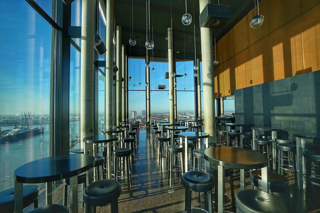 Mit modernem Design und zeitlosem Interieur trumpft die Skyline Bar 20up