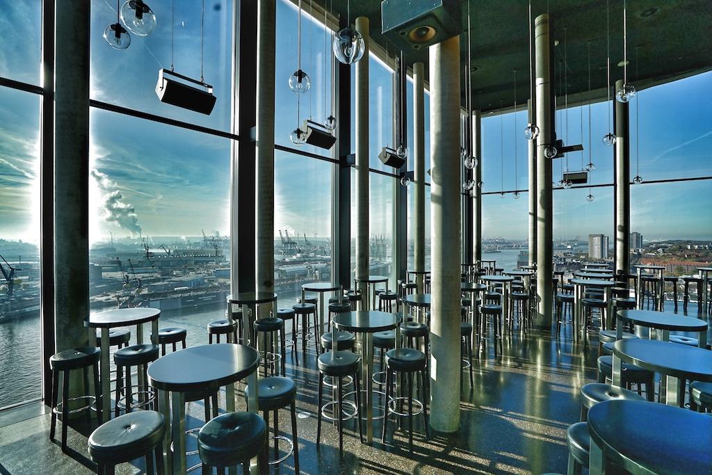 Beispiellose lineare Architektur findet sich ebenfalls in der Skyline Bar 20UP