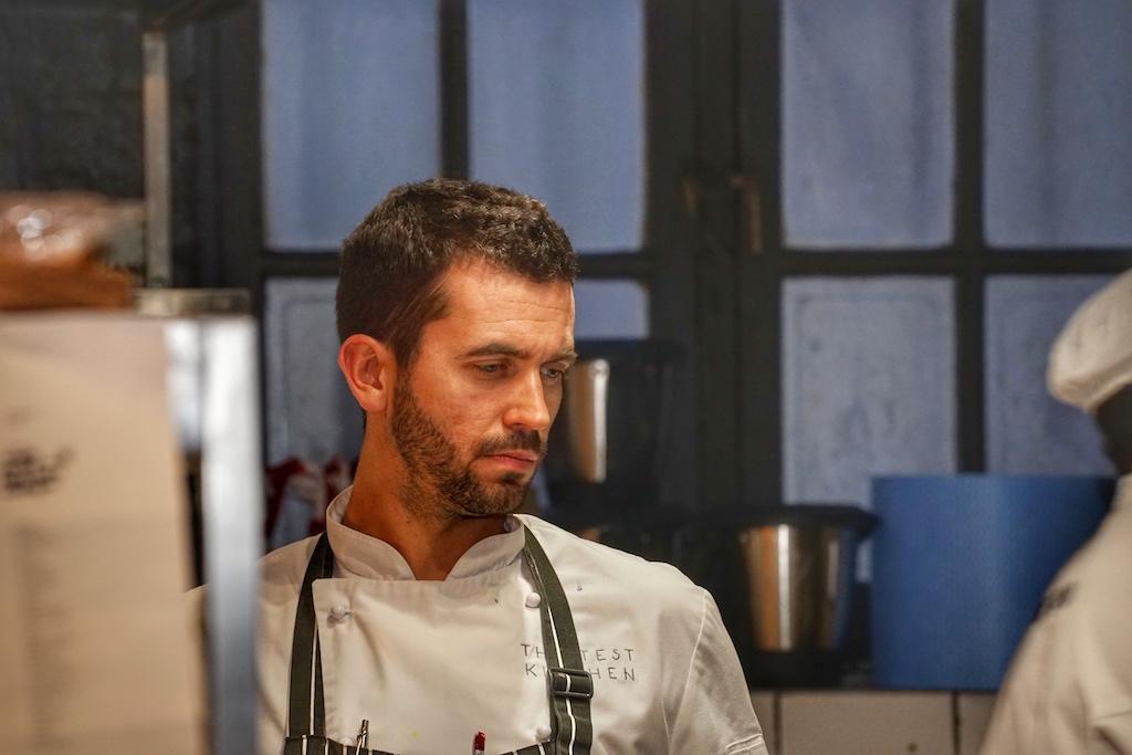 Head Chef Ryan Cole verkörpert die wachsame Instanz des Teams. Mit ihm eröffnete Luke Dale-Roberts im Oktober ein neues Restaurant in Camp Bay, das Salsify
