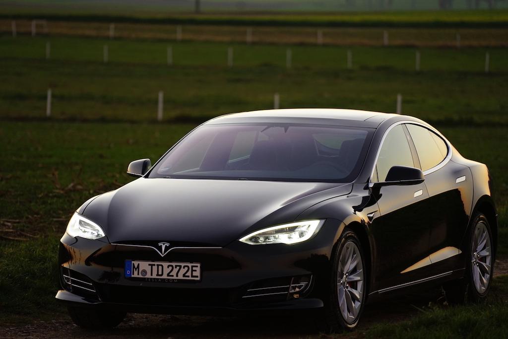 ... das Model S von Tesla zählt seit2015 zum meistverkauften Elektroauto der Welt