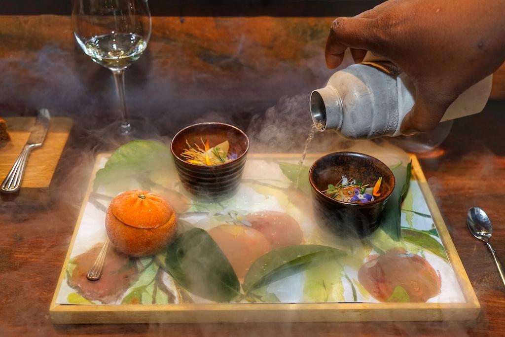Ein wunderbarer Orangenduft stieg während des Angießens des Trockeneises von der parfümierten Zeichnung auf / © Redaktion FrontRowSociety.net