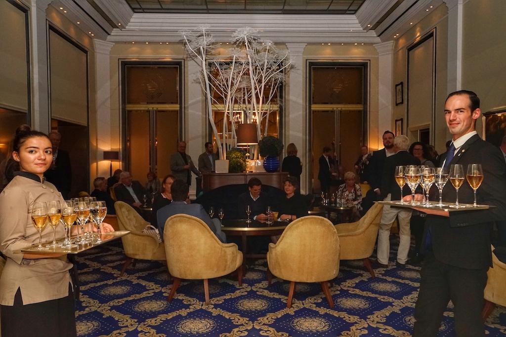 Die Gäste wurden mit Champagner empfangen