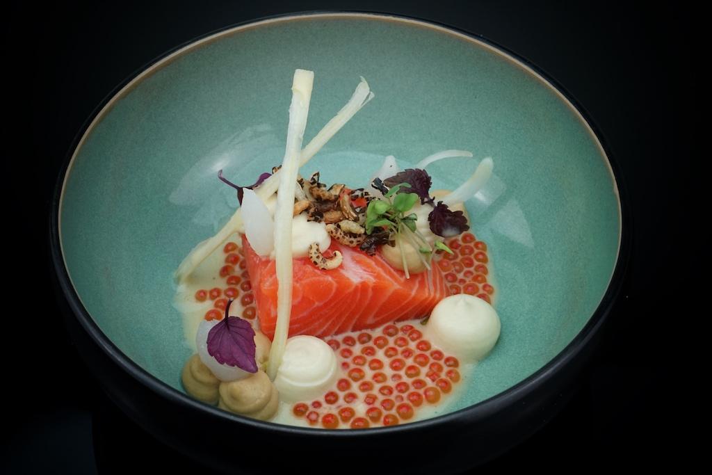 Faröer Lachs und Kaviar-Beurre-blanc