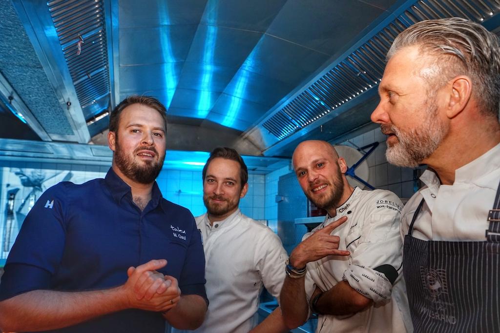 Die Kochelite in der taku Küche. V.l.n.r. Mirko Gaul, Erik Scheffler, Simon Stirnal und Christopher Wilbrand