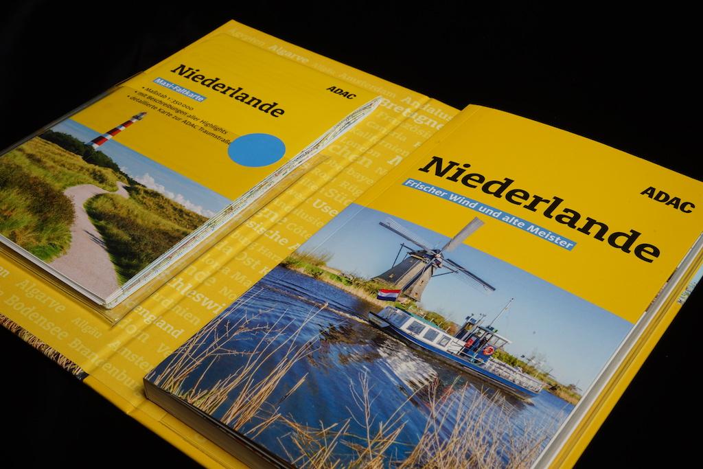 Das Reiseführer-Set Niederlande ist ebenfalls mit einer Maxi-Karte bestückt