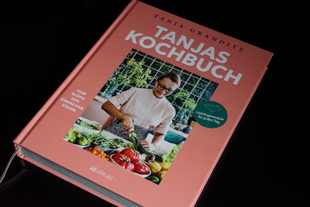 In Ihren sechsten Kochbuch erzählt Sterneköchin Tanja Grandits über die Einfachheit der gesunden, alltagstauglichen Familienküche