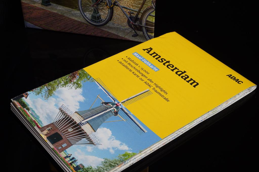 Der Maxi-Faltplan verschafft Übersicht über die niederländische Metropole