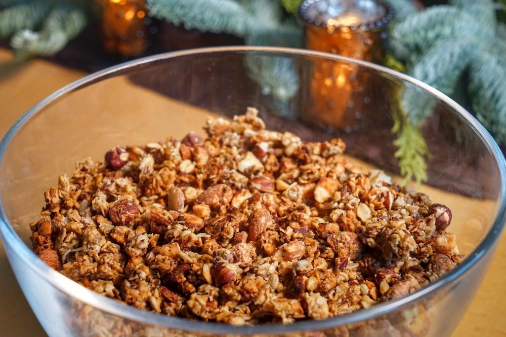 """""""Mein Granola"""" von Sterneköchin Tanja Grandits ist ein vollwertiger Frühstücksvorrat, der obendrein noch unkompliziert vorzubereiten ist"""