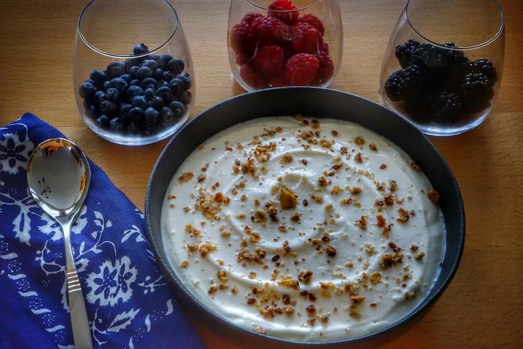 Joghurt aus dem Joghurtgerät ist schnell und unkompliziert zubereitet und sorgt für einen nie zur Neige gehenden Vorrat