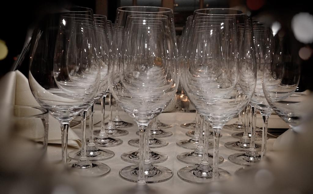 Weingläser am Start, kein großer Name trügt den Geschmack