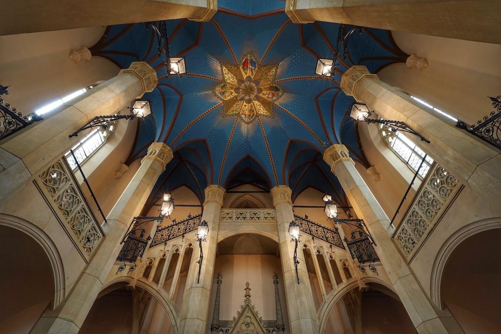 Die Kuppel der Eingangshalle ist mit Plattgold bedeckt