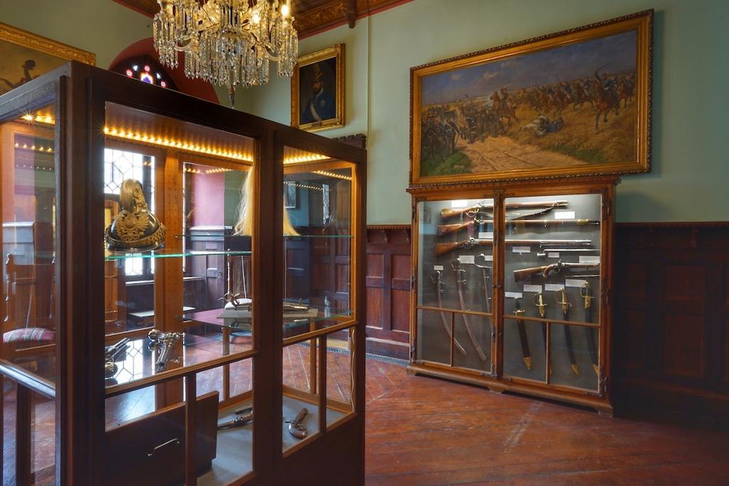 Vom Raum der Königin gelangt man zum Kabinett mit der Waffensammlung / © Redaktion FrontRowSociety.net