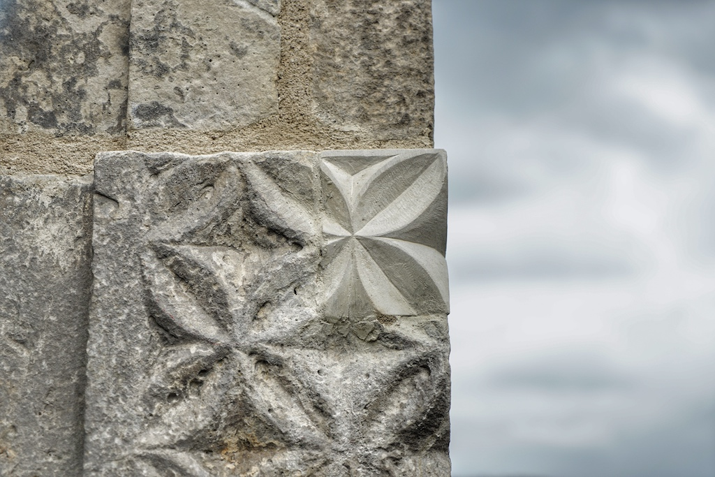 Und beständig bedarf es der Erneuerung der alten Substanz, um die typischen Quader zu erhalten, die Ende des 16. Jahrhunderts zu einem Sinnbild der Weserrenaissance entwickelten