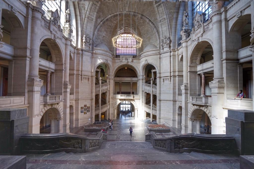 Imposante Kuppelhalle, Ort der Proklamation des Landes Niedersachsen nach dem Zweiten Weltkrieg