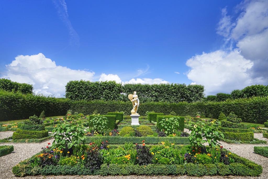 Auf 50 Hektar verteilen sich formschön angelegte Gärten