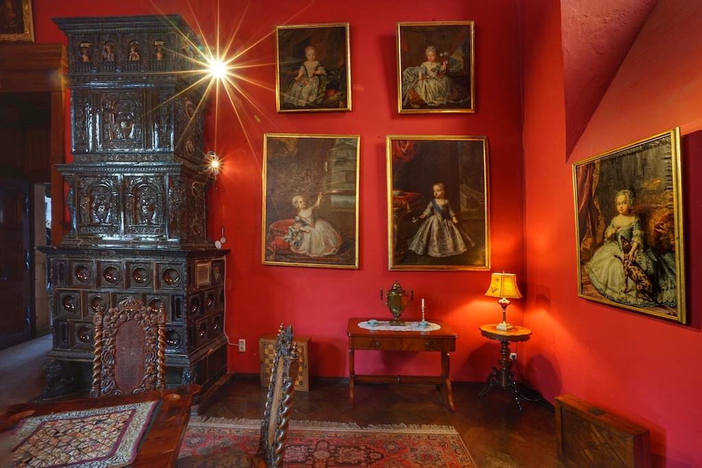 Gemälde und originales Interieur