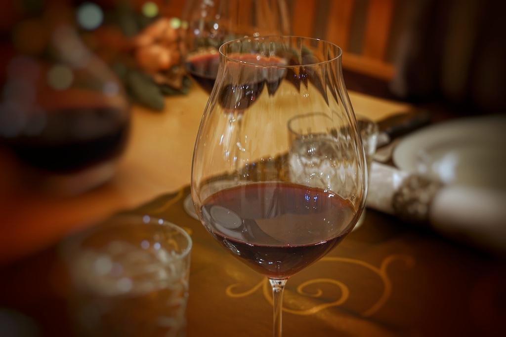 Rebsortenspezifische Gläser der Performance-Serie aus dem Hause Riedel bringen das beste des Vietti Barolo Lazzarito DOCG 2013 hervor