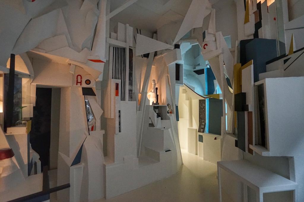 Das rekonstruierte Merzbau von Kurt Schwitters wirft Fragen auf ... / © Redaktion FrontRowSociety.net