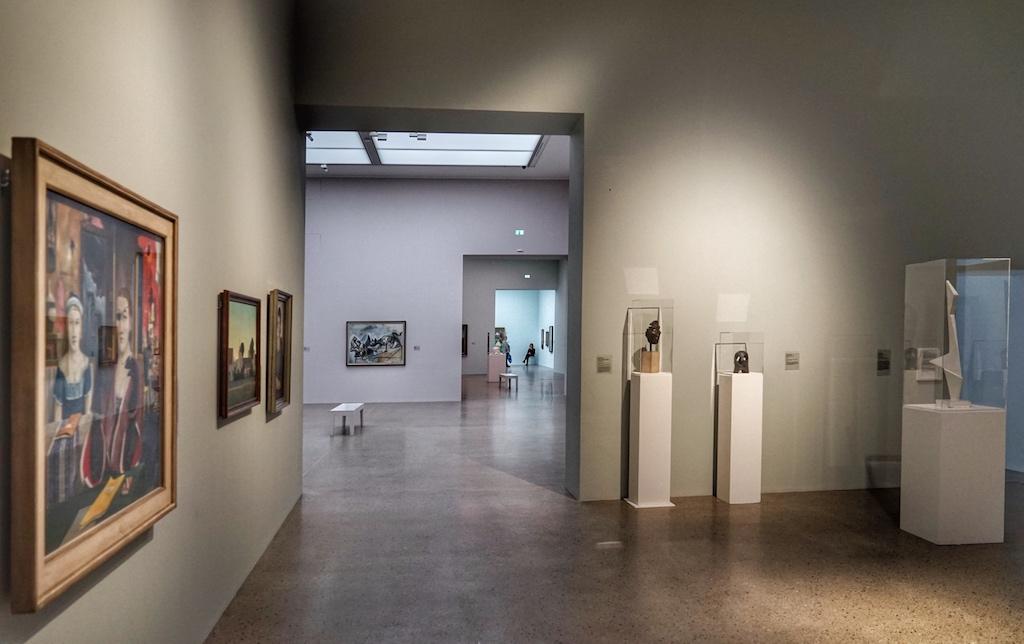 Die Deckenhöhen variieren zwischen 4,80 Meter, 5,10 Meter und 5.70 Meter. Des Weiteren sind die Räume versetzt angeordnet / © Redaktion FrontRowSociety.net