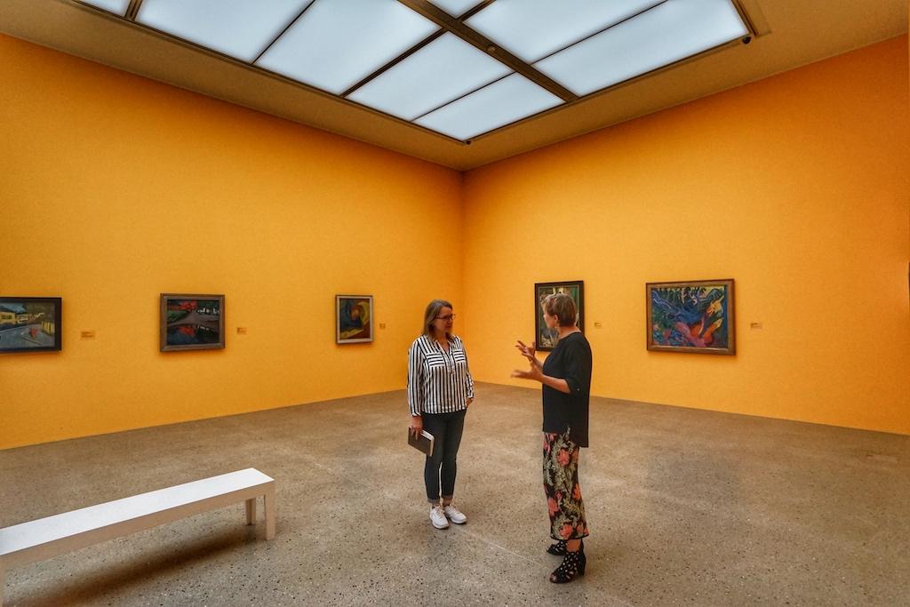 """Kunstwerke der Künstlervereinigung """"Brücke"""" im gelben Salon / © Redaktion FrontRowSociety.net"""