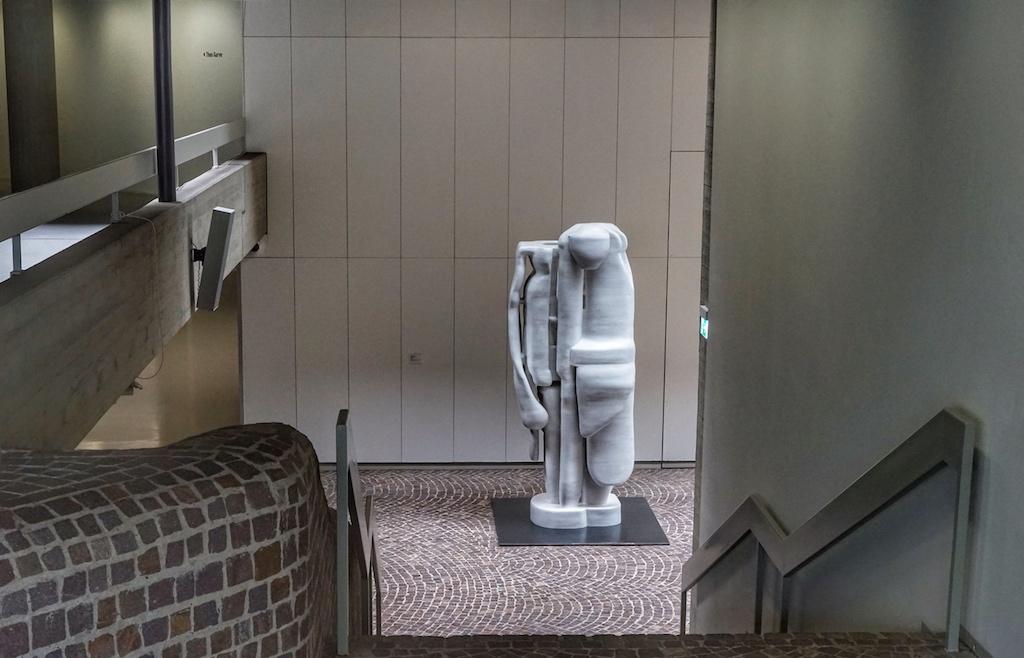 Das Sprengel Museum Hannover gehört zu den nicht alltäglichen Orten, an denen Kunst in aller Üppigkeit genossen werden darf. Künstlerische Ausdrucksformen aus jeglichen Materialien auf jeglichen Materialen befeuern unseren Geist. es ist ein Ort, sich mit eigenen Betrachtungsweisen auseinanderzusetzen / © Redaktion FrontRowSociety.net