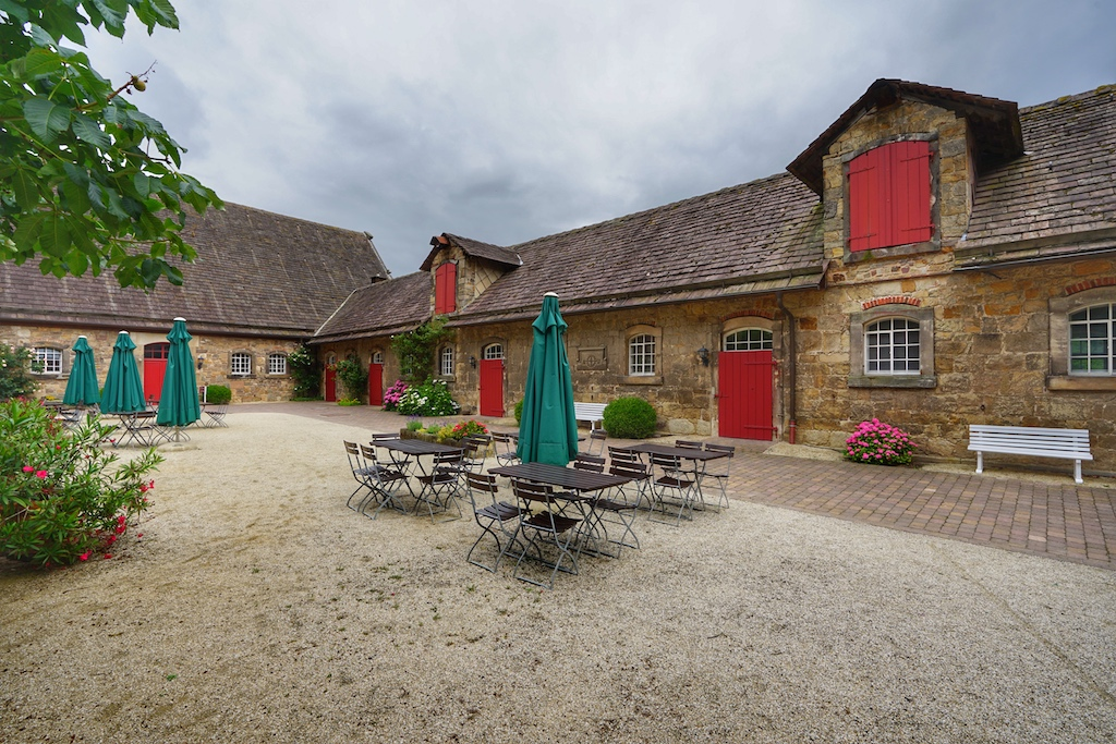 Die Terrasse des Schloss-Cafés - Ruhe vor dem Sturm