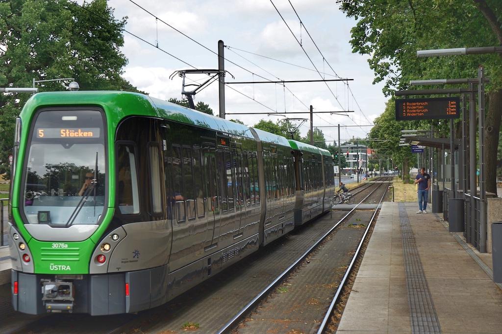 Auch die Anreise mit öffentlichen Verkehrsmitteln gestaltet sich unproblematisch
