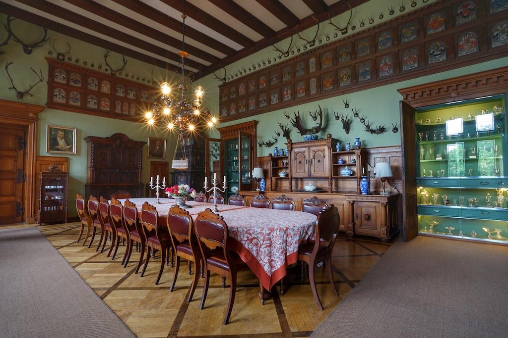 ... der Wappensaal erzählt über ein halbes Jahrtausend Familiengeschichte