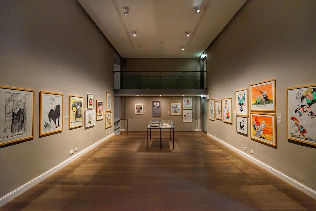 Die schlichten Ausstellungsräume lassen die Kunstwerke ihre eigen Sprache sprechen