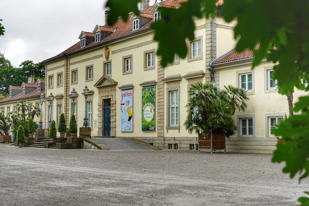Das im Georgenpalais beheimatete Museum Wilhelm Busch - Deutsches Museum für Karikatur und Zeichenkunst präsentiert neben scharfzügiger Satire liebenswerte Kinderbuchillustrationen
