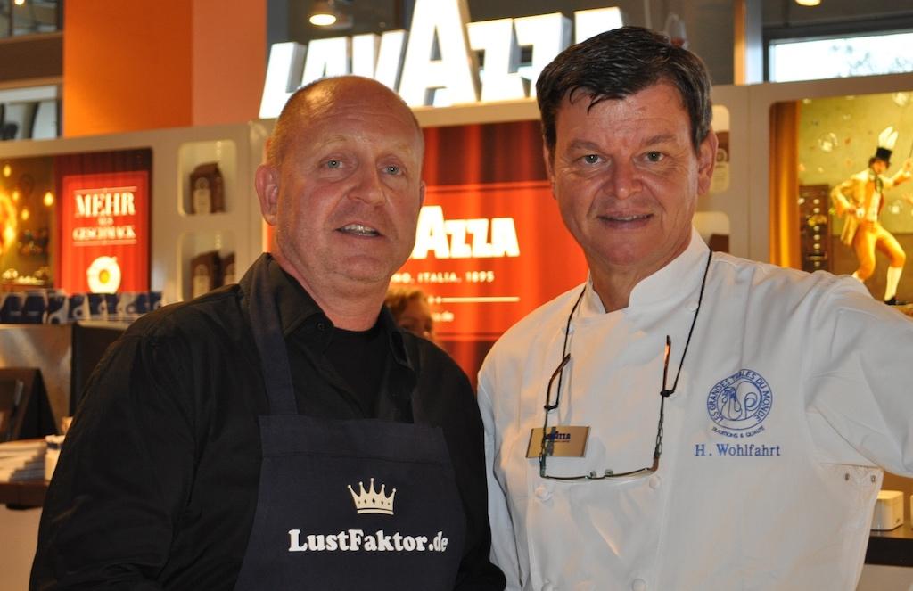 Auf dem Zurheide Gourmet Festival trifft man die eine oder andere Legende. 3 Sterne Koch Harald Wohlfahrt (re) und Herausgeber des Luxusmagazins FrontRowSociety Andreas Conrad (li.)
