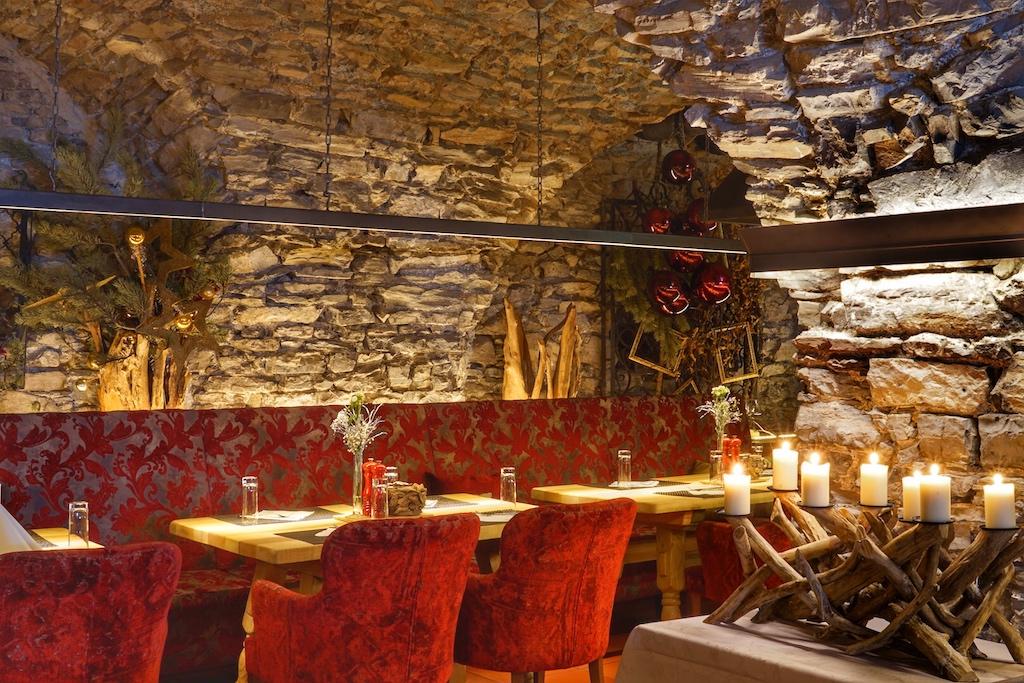 Der Bräukeller des 5 Sterne Hotels Klosterbräu & Spa lockt mit herzhaften Genüssen. Nach der Detox-Kur sind die Sinne geschärft und das Essen wird zum Fest