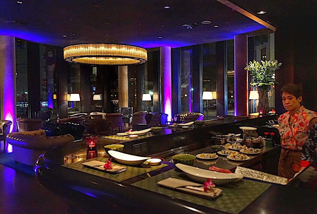 Sushi-Meisterin Chantira TUK Bedick (li.) sorgt mit ihren fernöstlichen Kostbarkeiten in Form von New Style Sushi für den ultimativen Genussabend in der 20up Bar sowie in der Bar & Kaminlounge David's