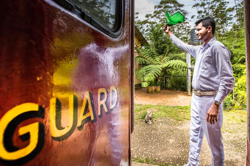 Der Zugbegleiter sorgt dafür, dass das Ziel wenigstens halbwegs pünktlich erreicht wird / © FrontRowSociety.net, Foto: Georg Berg