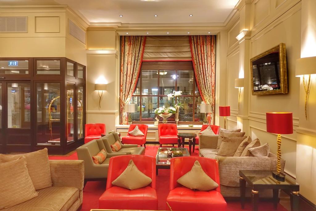 In 5 Sterne Superior Kastens Hotel Luisenhof empfängt Eleganz den Gast bereits in der Lobby