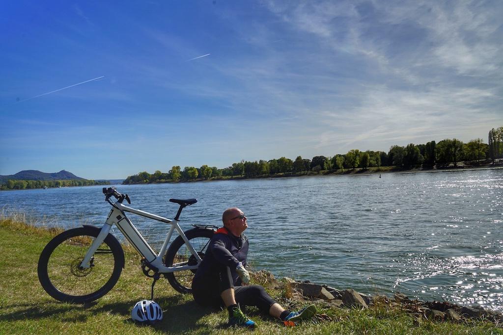 ... uns aufzumachen zu Bonner Rheinufer, ...