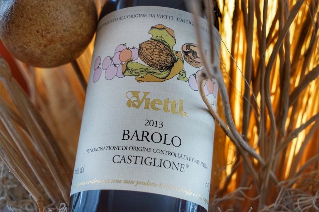 11 kleine Weinberge in Castiglione Falletto erschaffen die Nebbiolo-Trauben für diese großartige Cuvée