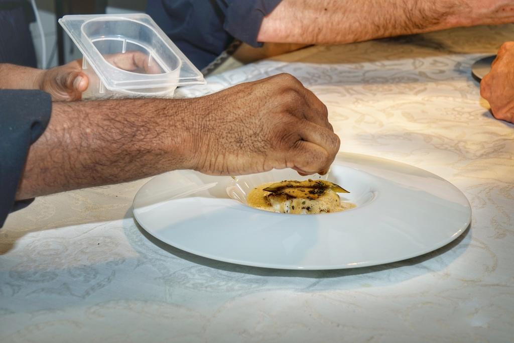 Jeder Teller der die Küche verließ, wurde vom Chef oder Sous-Chef persönlich garniert