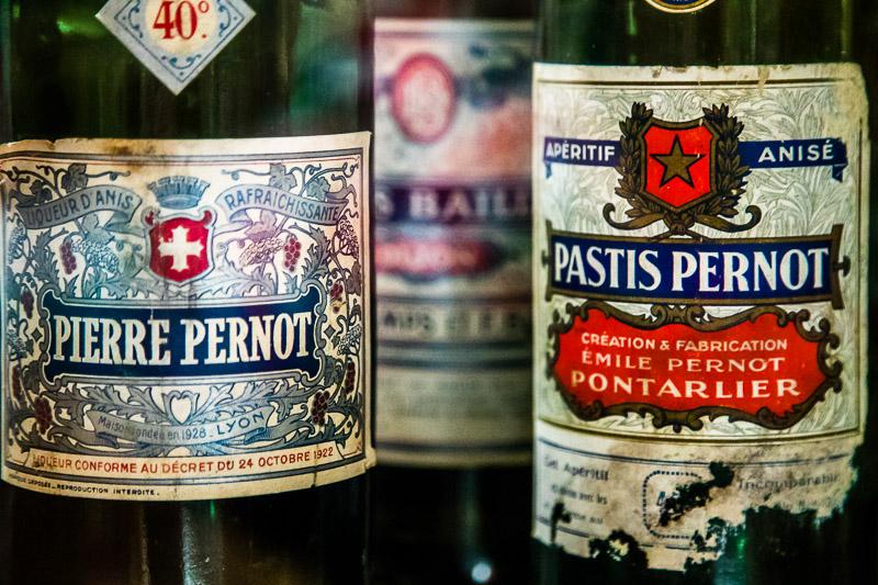 Die Destillerien in Pontarlier stellten nach dem Verbot von Absinth auf der Herstellung von Pastis um. Vom Erfolg der berühmtesten Marke Pernod kann auch profitieren, wer so ähnlich heißt wie Henri-Louis Pernod / © FrontRowSociety.net, Foto: Georg Berg