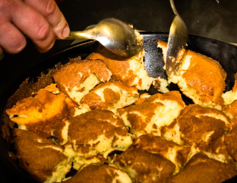 Viel Butter, Mandeln und Rosinen und für jede Portion drei Eier – das ist die Erfolgsgrundlage für den wohl besten Kaiserschmarrn nördlich der Alpen / © FrontRowSociety.net, Foto: Georg Berg