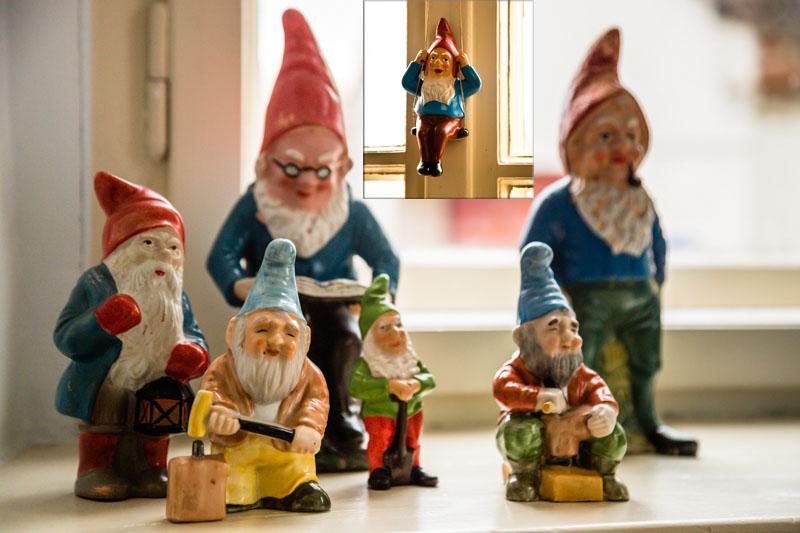 Neuzugang: Gartenzwerg auf Schaukel – vielleicht auch eine versteckte Anspielung auf Theodor Fontanes Effie Briest? / © FrontRowSociety.net, Foto: Georg Berg