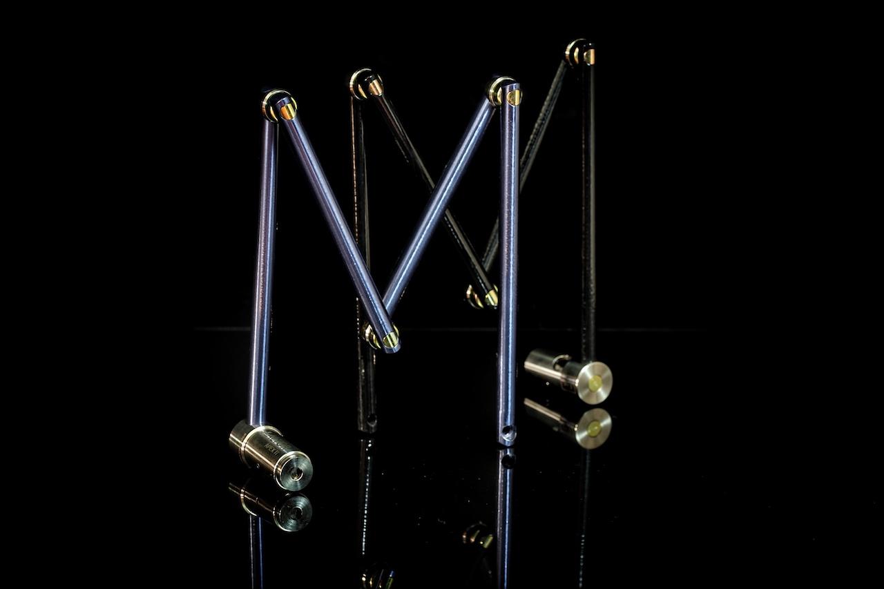 Das Apex Ti von Altor Locks ist mit einer gummierten Schutzschicht überzogen, so dass die Stangen aus Titan keine Kratzer hinterlassen; und im kalten Winter frieren die Finger nicht fest